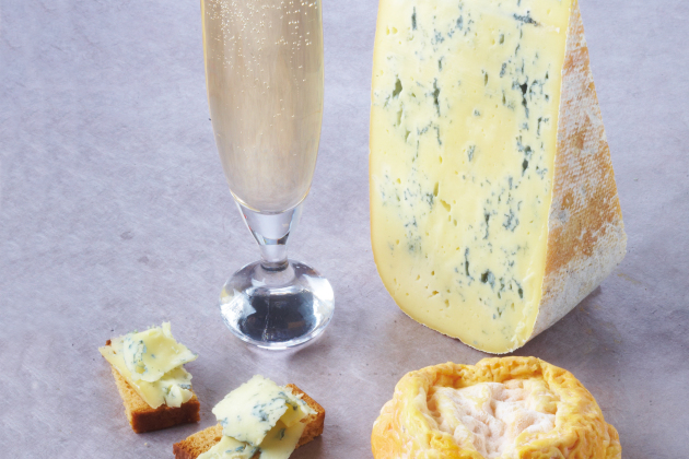 Crumbly Bleu de Gex & Semi-dry Champagne