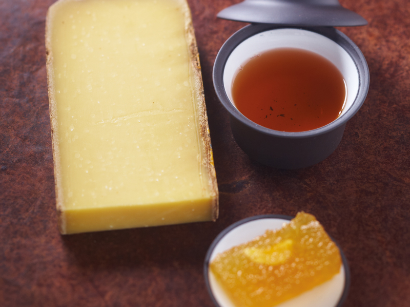 Comté & roasted blue-green tea from China