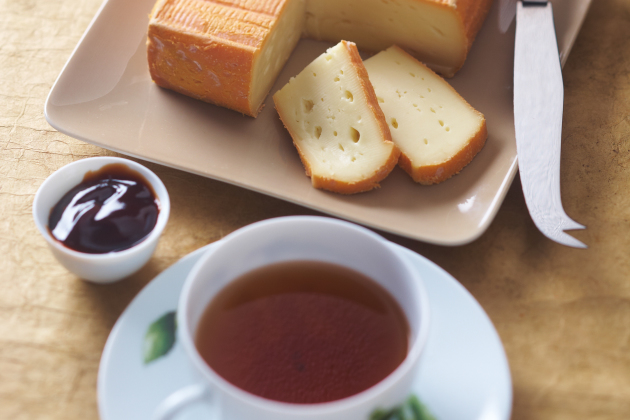 Soft Maroilles & Chinese red tea
