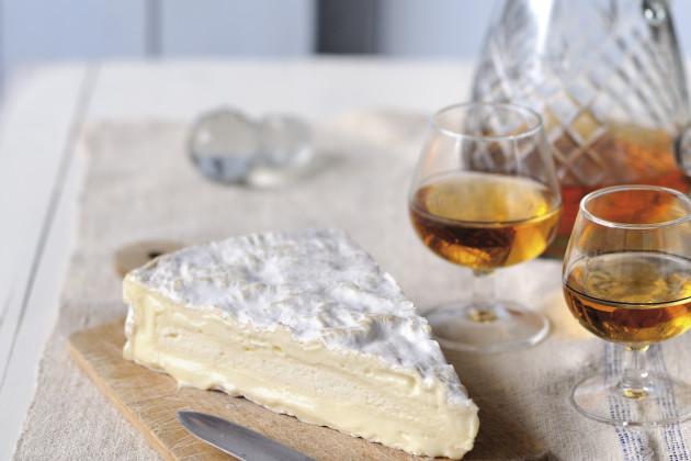 Brie de Meaux & Quinta do Infantado dry white Port