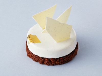 Cream and chocolate tart